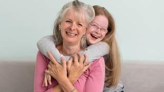 Rosalie mit ihrer Mutter (Foto: Herzenssache)