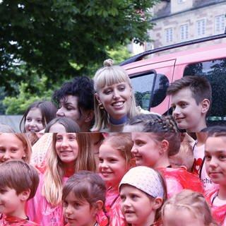 """Lea trifft auf die """"Kleinen Stars mit Handicap"""" (Foto: Herzenssache)"""