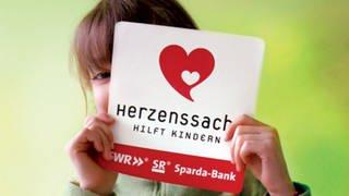 Mädchen mit Herzenssache-Logo (Foto: Herzenssache)