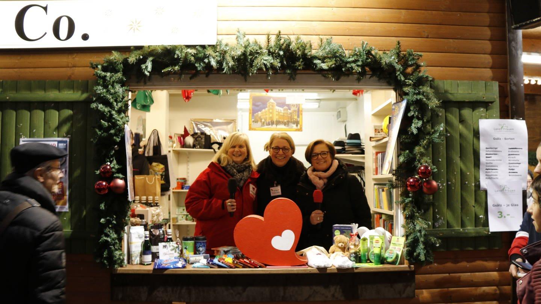 Weihnachtsmann & Co Verkaufsstand (Foto: Herzenssache)