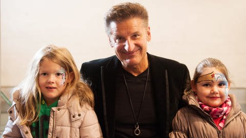 Hartmut Engler besucht das Kinderhospiz Stuttgart (Foto: Tom Oettle)